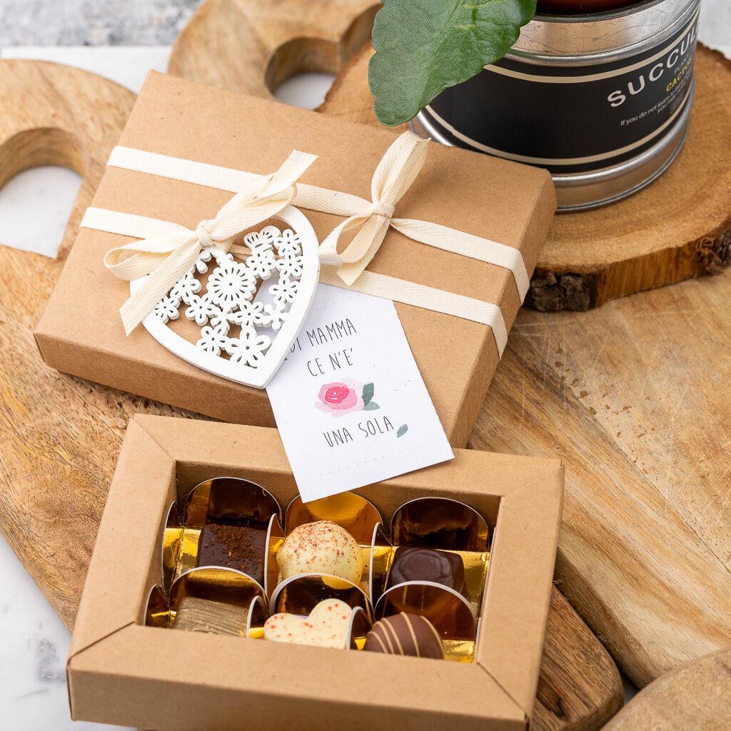 Confezione di cioccolatini con packaging per festività